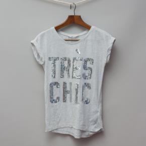 H&M Tres Chic T-Shirt