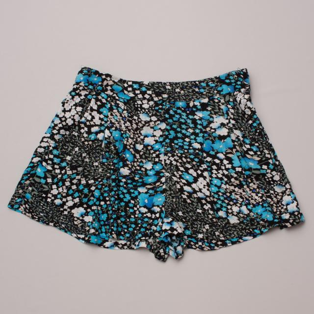 Short Story Dark Floral Shorts