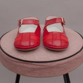 Osh Kosh Patent Red Walkers - Size AU 4