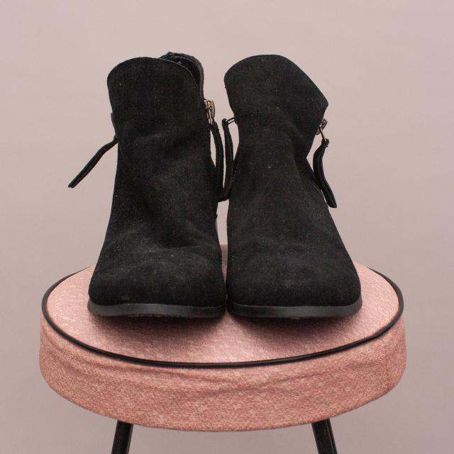 Witchery Suede Boots - EU 35
