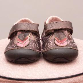 Stride Rite Embroidered Shoes - EU 18.5