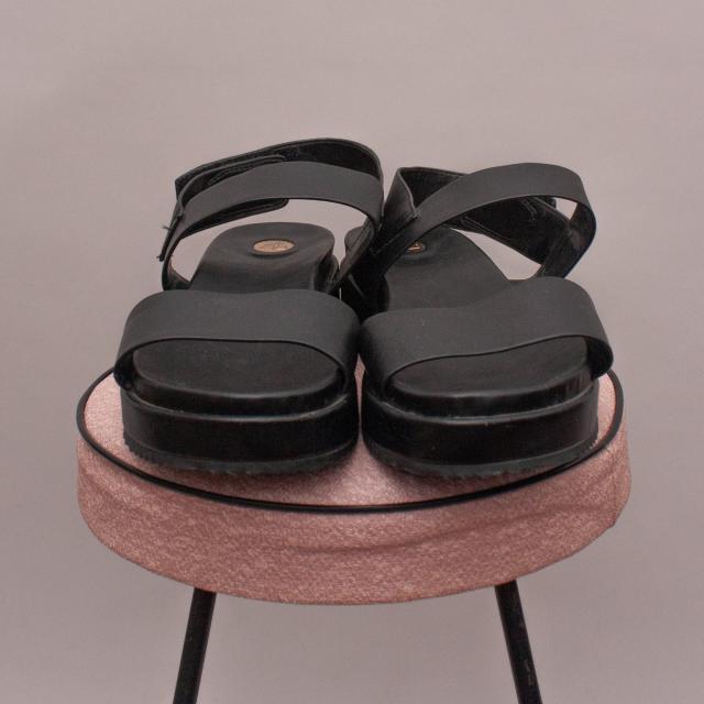 ZU Leather Sandals - US 7