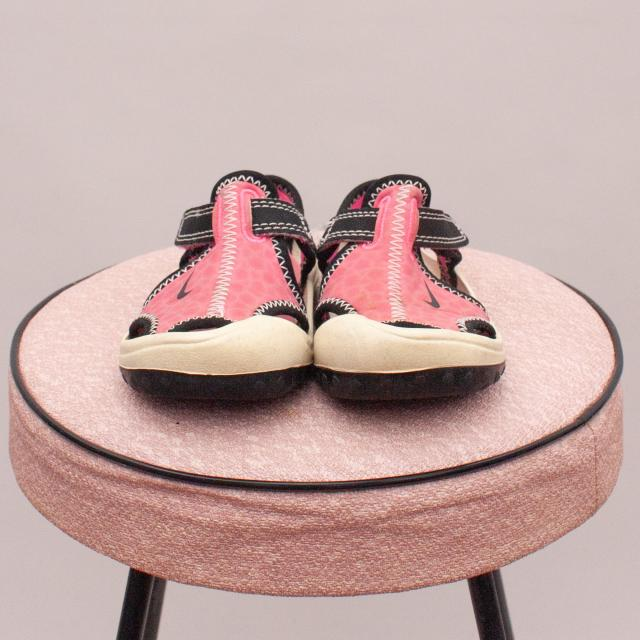 Nike Beach Shoes - UK 5.5