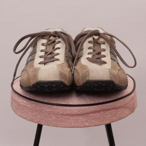 Wild Rhino Lace Up Shoes - US 4