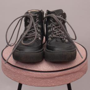 Leather Lace Up Boots - EU 25