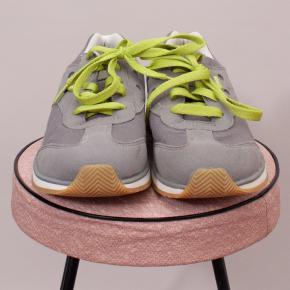 Crocs Sneakers - US 4
