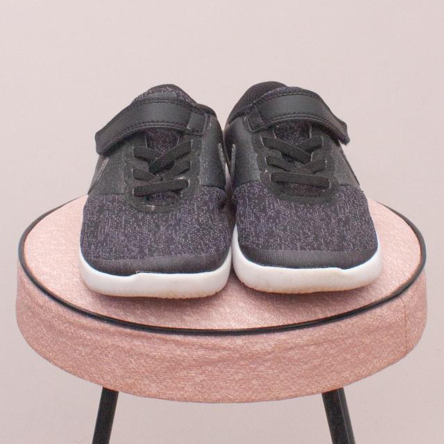 Nike Black Sneakers - EU 28 (Age 4 Approx.)